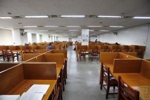 4.19혁명기념도서관 내부 열람실