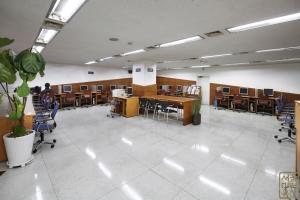 4.19혁명기념도서관 내부 전자열람실