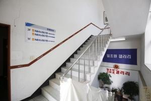NH농협은행 종로지점(구 조선일보사옥) 내부 계단