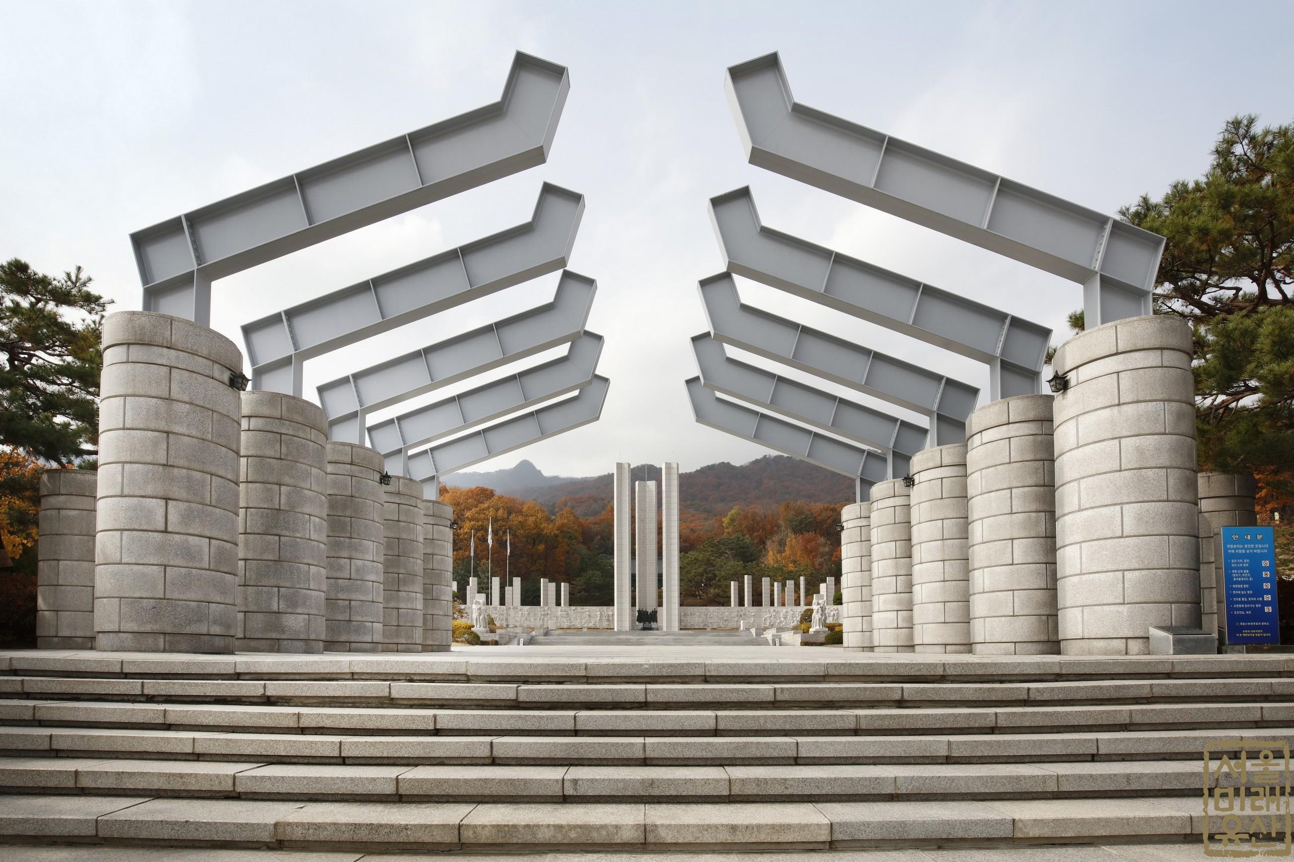 국립 4.19민주묘지 정문