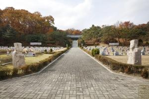 국립 4.19민주묘지 봉안소 가는 길