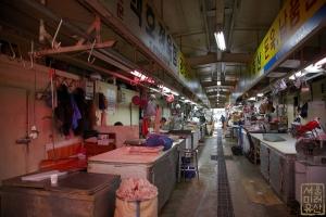 마장축산물시장 내부 복도