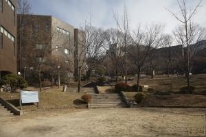서울대학교 예술관 앞 정원