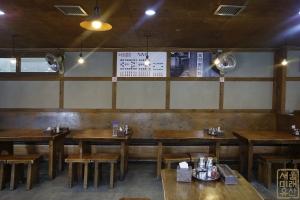 청진옥 내부 테이블2
