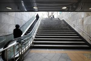 광화문 지하보도 출입구 계단