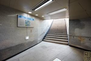 남대문 지하보도 5번 출입구 계단