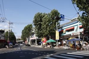 이태원 앤틱 가구거리 도로변