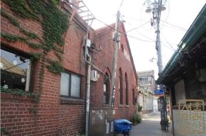 체부동 성결교회 증축부분(구 본당입구 및 종탑하부)